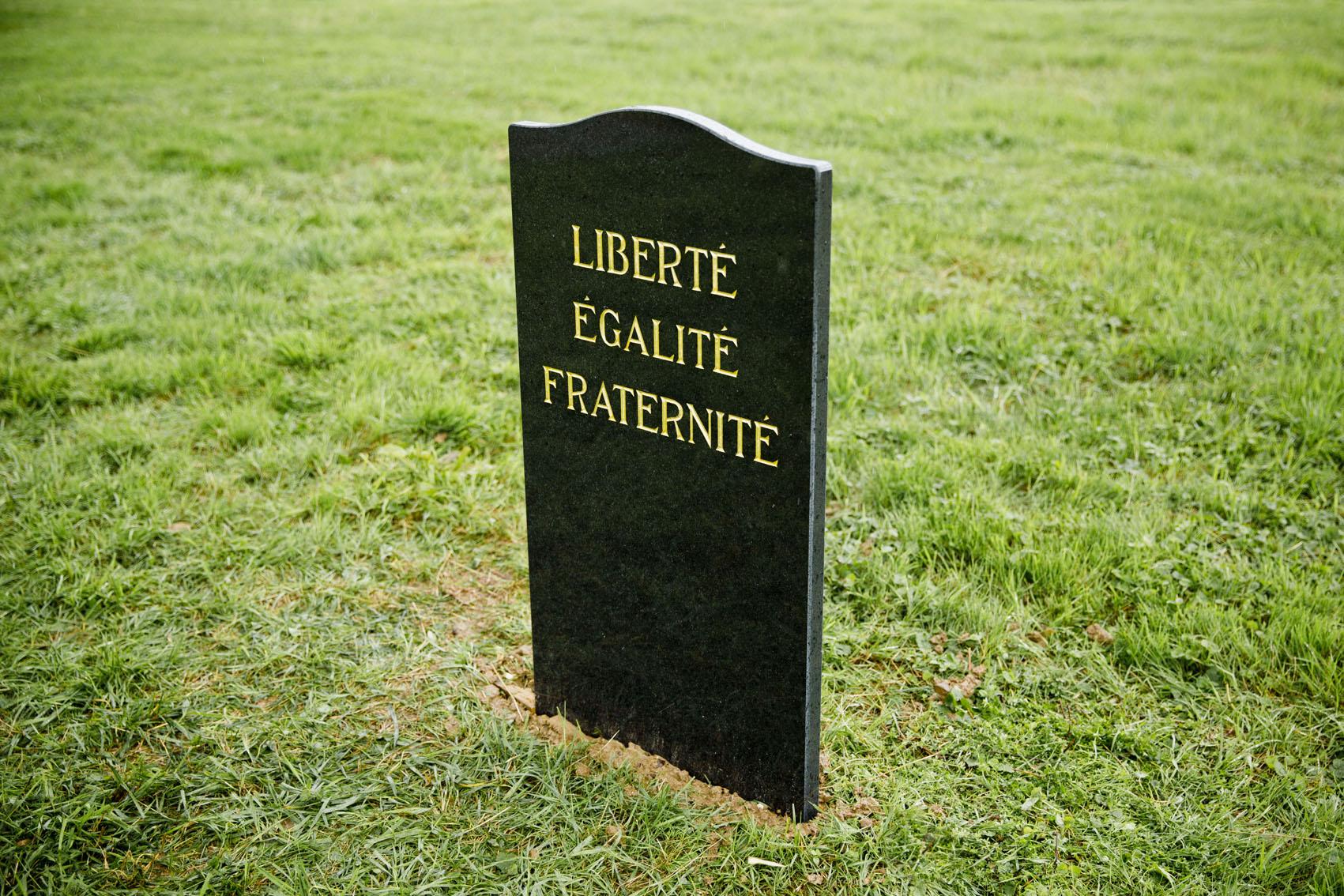 SpY-funeral_BU-france-16