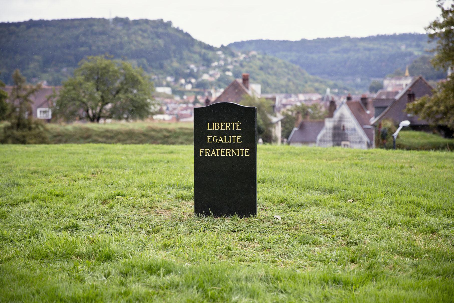 SpY-funeral_BU-france
