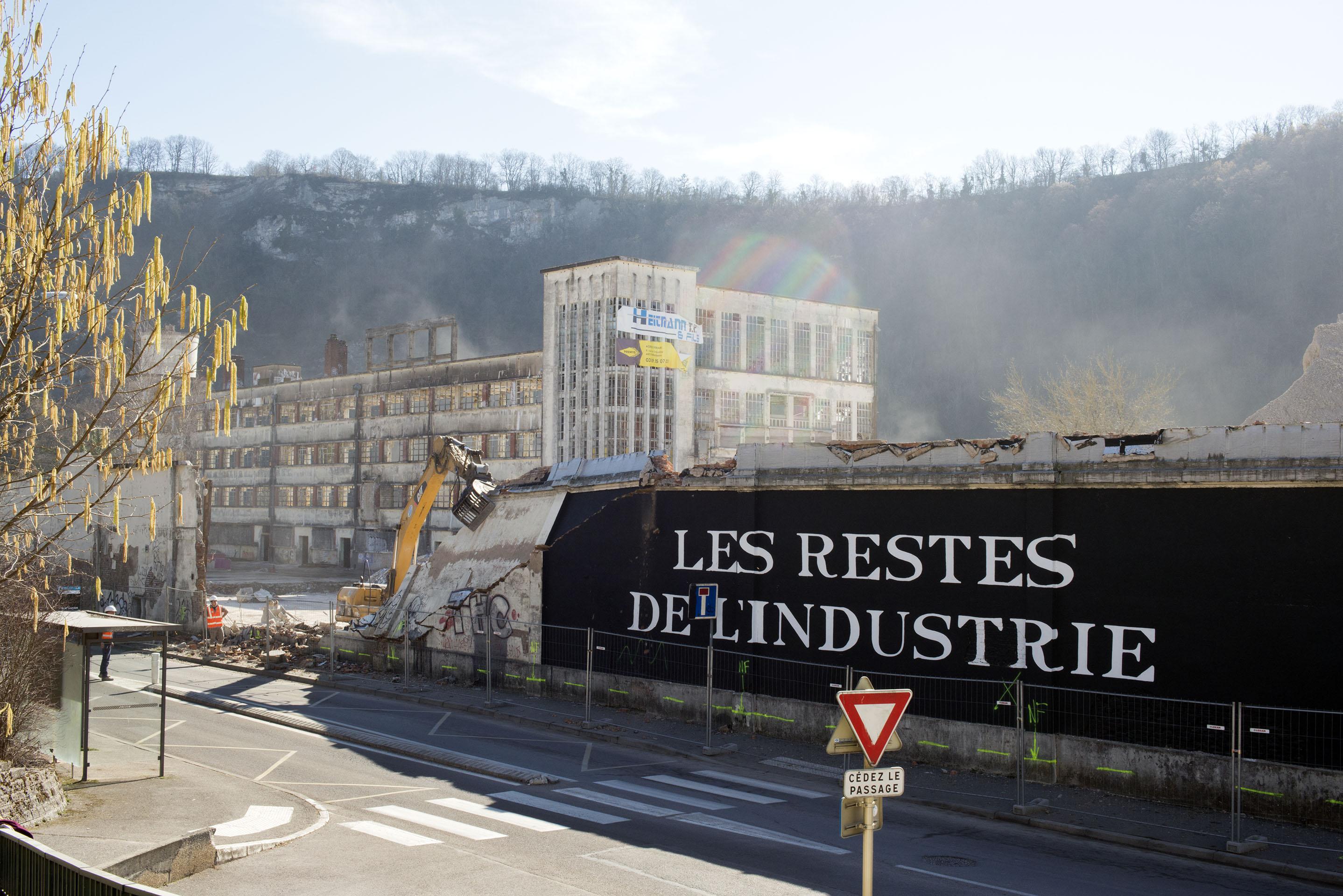 Chute mur John Fecker. Bien Urbain. Besancon. France 2019.