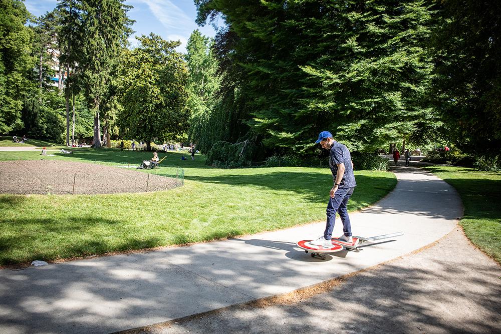 Le panneau Cédez le passage skateboard